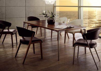 Tisch T70 und Stuhl S500  von Hülsta Ausführung Nussbaum und Leder