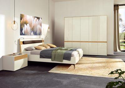 Schlafzimmer Lunis von Hülsta Ausführung Natureiche und Lack-weiß