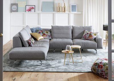 Sofa Miami von Ewald Schillig mit grauem Stoffbezug