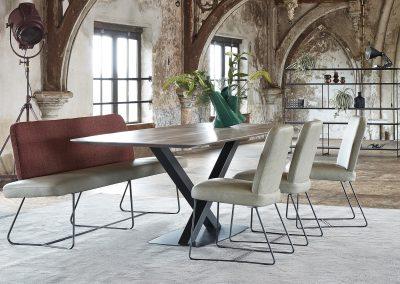 Bank Skyler und Tisch Oxxi von Bert Plantagie